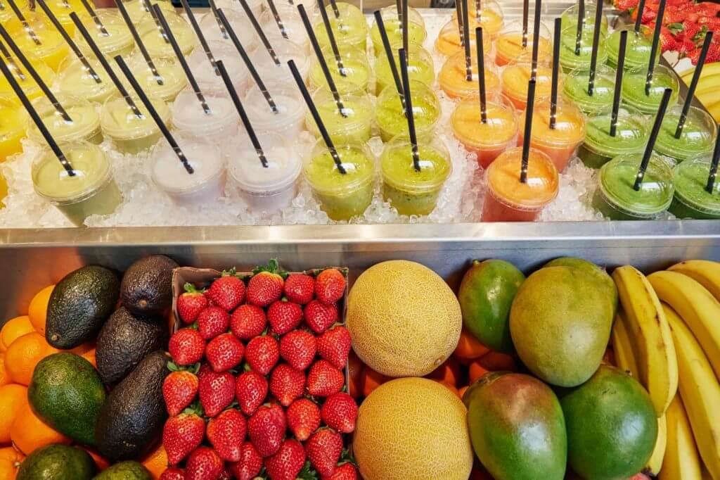 Für jeden Geschmack etwas: Früchte, Gemüse und Superfood ergänzen das umfangreiche Backwaren-Angebot.