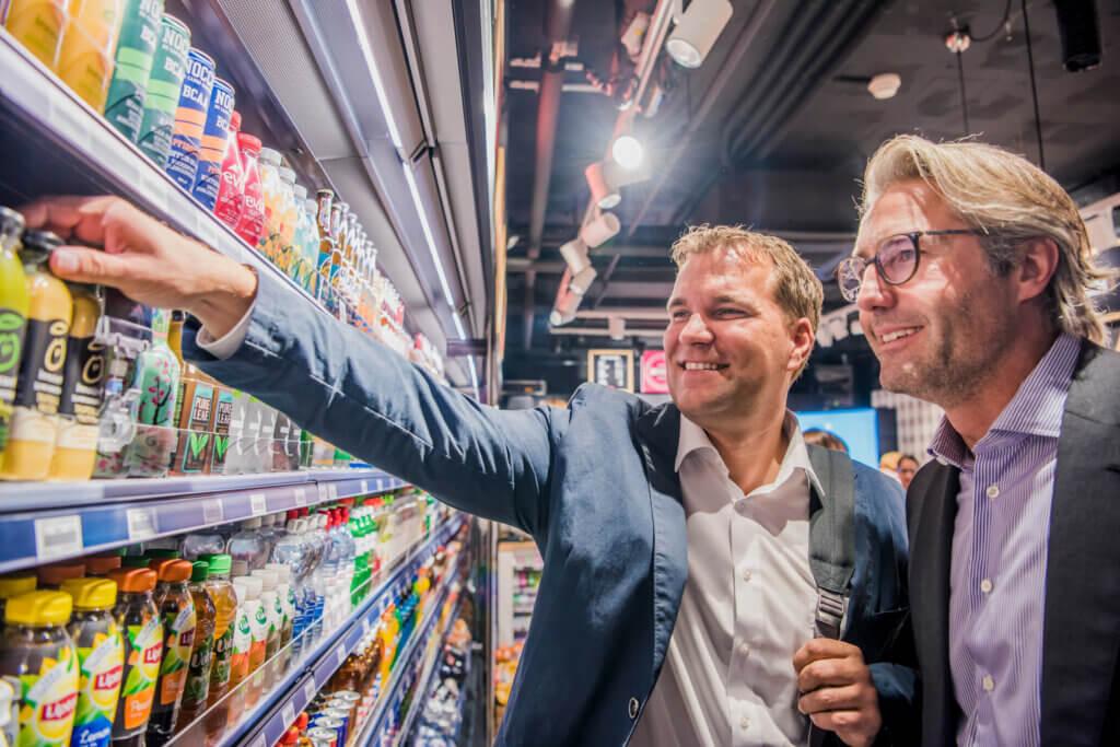 «Was wir mit dem neuen avec wollen, ist eine permanente Verfügbarkeit von ultra-frischen Produkten.» Roger Vogt, CEO Retail bei Valora, und Michael Mueller, CEO Valora.