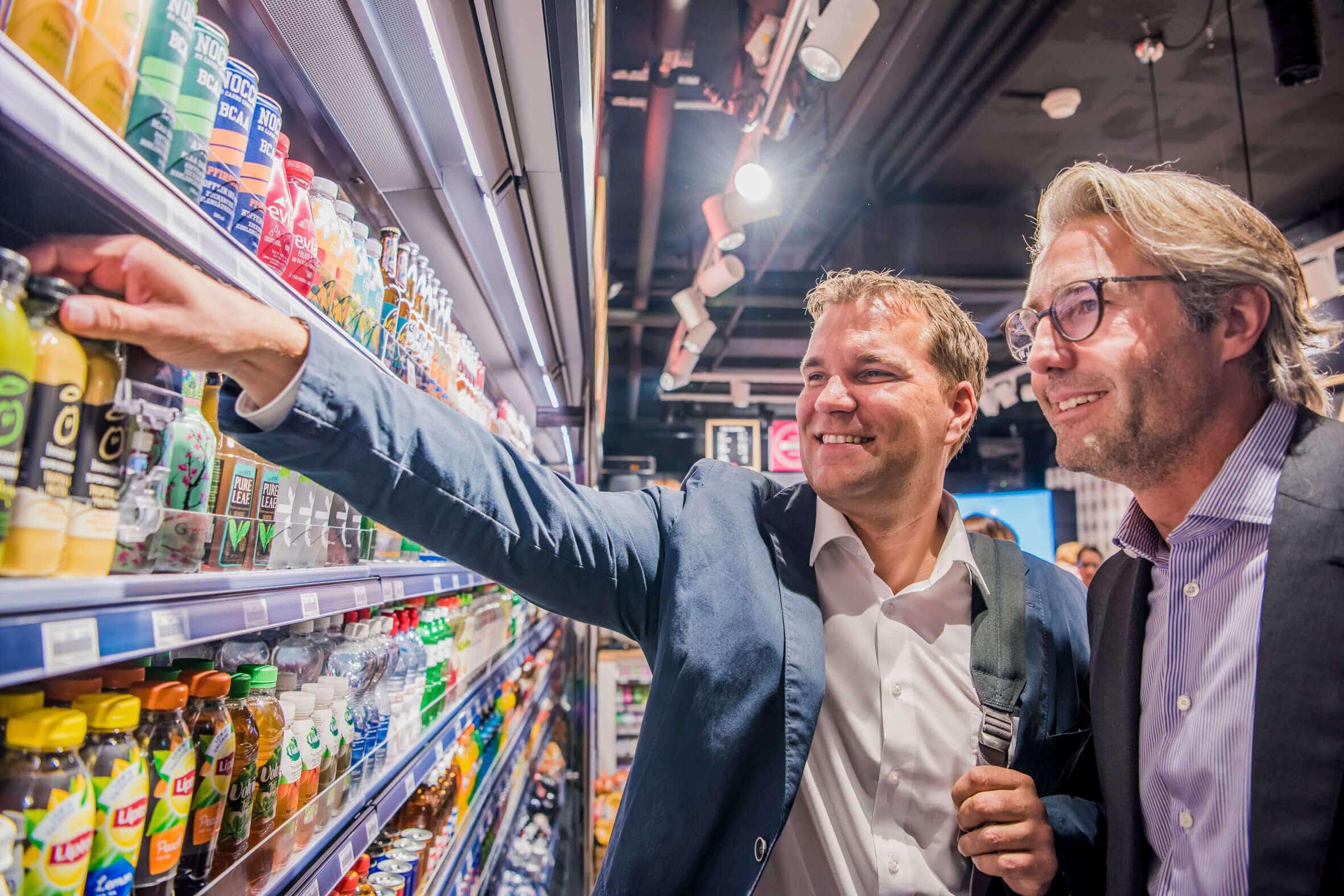 «Ce que nous souhaitons satisfaire avec le nouveau concept est la disponibilité permanente de produits ultra-frais.» Roger Vogt, CEO Retail chez Valora, und Michael Mueller, CEO Valora.